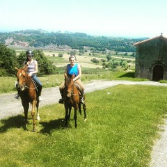 #cuadraelalisal #ribadesella #iglesiaxuncu# #horses #caballos #asturias #