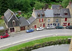 Fougres (21) (Silvia Inacio) Tags: fougres bretagne bretanha brittany france frana house window janela car