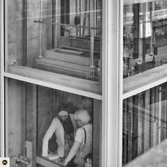 18pc216 (photo & life) Tags: france paris europe ville city fujifilm fujinon fujinonxf35mmf14r xpro2 fujifilmxpro2 street streetphotography jfl photography photolife square squareformat squarephotography blackandwhite noiretblanc humanistphotography batignolles parc bw