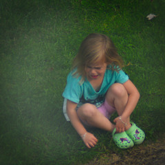 This Little Crying Girl (Arthur Koek) Tags: girl kid sitting crying grass harderwijk veluwe gelderland thenetherlands