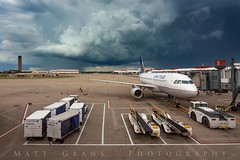 Incoming at Pittsburgh International (Matt Grans Photography) Tags: storm clouds weather airport unitedairlines pittsburgh pennsylvania