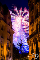 """Paris est une fte"". Feu d'artifice de Paris - Groupe F, 14 Juillet 2016 (R.G. Photographe) Tags: rgphotographe raphaelgrinevald reflex nikon nikkor d800 50mm 50 f14 eiffel france eiffeltower toureiffel square rapp arrondissement 7e groupef feu dartifice fireworks paris photo ledefrance city night nuit ciel urbain urban haussmann haussmannien"