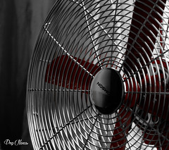 le ventilateur rouge - red fan (png nexus) Tags: desaturation rouge red nb bw