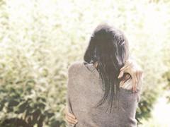 En tus brazos me encuentro (Brderlichkeit e su tsu ra bo u) Tags: hug abrazo ella her women woman green vintage