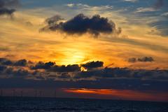 Sunset over the River Mersey (Glenn Pye) Tags: sunset sun sunlight sunshine clouds cloud rivers river rivermersey d7200 nikon nikond7200