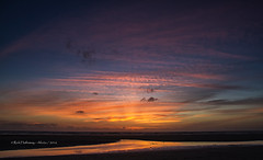 Cornish sunset (Rick Hathaway - rhfo2o) Tags: rhfo2o canon canoneos7d mawganporth cornwall beach sea seaside sky reflection sunset