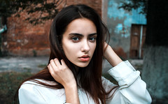 Liza (Paul Fishar) Tags: canon canonphotography canon600d people earthportraits earthphoto girl divine portrait portraits portraitmood portraitpage blue red streetspace street indastreets model acent akcent look bokeheyes billirubin shostka instagood