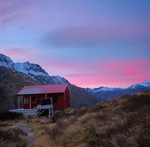 Morning views like this... Pic: by @nzmagz #lovewanaka #nzmustdo