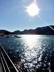 glow (Tu prova ad avere un mondo nel cuore...) Tags: como reflection lago blu reflejo sole acqua azzurro  gennaio lagodicomo riflesso yansma 2015 reflexo    clat  villageno vialegeno