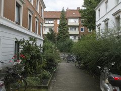 Architektur. Urban. Street. Hamburg  Barmbek (fipixx) Tags: road street people urban living outdoor strasse hamburg streetscene architektur environment leisure everyday humans strassenszene alltag gesellschaft strassen strassenleben urbanarte lebenswelt