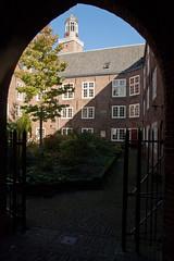Utrecht - Sint Nicolaasklooster (grotevriendelijkereus) Tags: city holland netherlands town gate utrecht arch gothic nederland center medieval historic inner convent centrum priory stad klooster poort gotisch historisch binnenstad gotiek middeleeuws