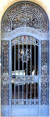 Barcelona - Amèrica 039 e (Arnim Schulz) Tags: modernisme modernismo barcelona artnouveau stilefloreale jugendstil cataluña catalunya catalonia katalonien arquitectura architecture architektur spanien spain espagne españa espanya belleepoque fer castiron ferdefonte hierro ferro iron eisen gusseisen schmiedeeisen forjado forgé wrought forged art arte kunst baukunst ferronnerie gaudí fence liberty textur texture muster textura decoración dekoration deko deco ornament ornamento
