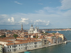 Vista de Venecia desde el Costa Fascinosa/View of Venice from Costa Fascinosa, Italy  www.meEncantaViajar.com (javierdoren) Tags: italien cruise venice light summer vacation italy color colour luz veneza fun cool holidays europa europe italia estate view sommer sunny tourists verano vista vero cruzeiro t venise venecia venezia venedig italie crociera venetie itlia sommar turistas crucero croisire veneto soleado veneti venit venessia vneto vacacin vneto esto costafascinosa dasitalien