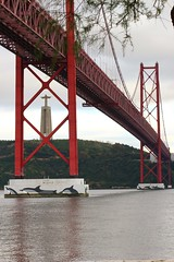 Cristo na Ponte (Jorge Laurentino) Tags: bridge portugal rio arquitetura pilar de lisboa lisbon ponte tejo trelia cristorei ribeirinha sustentao