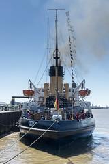Wal und Stettin in Bremerhaven (rainer.n.foto) Tags: dampfeisbrecher wal stettin bremerhaven weser rainern