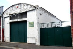 Wine merchant's warehouse (xavnco2) Tags: somme picardie france amiens batiment entrept ngoce vins wine merchant warehouse porte gate verte green roussel publicit avertising werbung
