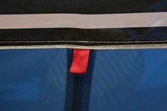 T clair (Pi-F) Tags: fermeture clair bleu noir blanc rayure rouge tissus texture geometriegeometry