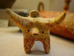 (orientalizing) Tags: ceramic cyprus bull pottery figurine archaeologicalmuseum lefkosia eba earlybronzeage archaia earlycypriot 3rdmillenniumbc centralcyprus nicosiamuseum nicosiaplain