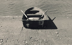 A Rowing Boat ... Monochrome Mono Boat Boats Lake Lago   at   (Almena14) Tags: rowingboat monochrome mono boat boats lake lago