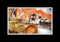 "GRAFITIS EN LA MEDINA (CODIGO DE LUZ ""El Fotgrafo"") Tags: grafitis medina chaouen pinturas ventacallejera chefchaouen pgutierrez pepegutierrez cdigodeluz marruecos rif"