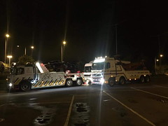 Swapping Over In Reading Services With Lanterns (JAMES2039) Tags: volvo fm12 tow towtruck truck lorry wrecker heavy underlift heavyunderlift 8wheeler 6wheeler 4wheeler frontsuspend ca02tow cardiff rescue breakdown night ask askrecovery recovery fh mercedes lanterns lanternsrecovery reading services