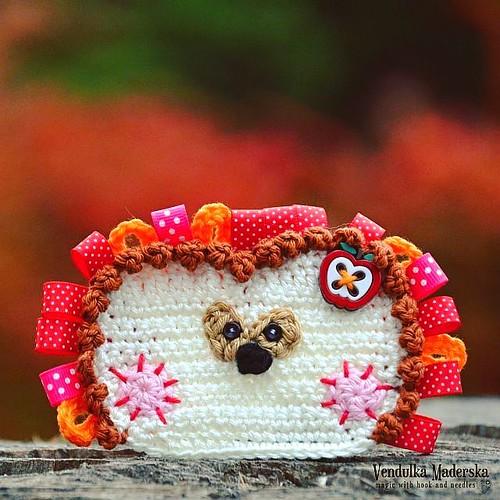 Little #hedgehog 🍄🍃🍁😀 #crochetapplique #crochethedgehog #autumn #crochetingmakesmehappy #vendulkam #crochetpattern in my #etsy Link in 🔸bio🔸😉 #crochet #crochetaddict #croch