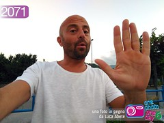 Foto in Pegno n 2071 (Luca Abete ONEphotoONEday) Tags: gimme five 5 cinque mano hand me selfie 1 agosto 2016 2071