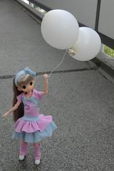 Globooooos!!! (Ninotpetrificat) Tags: mamachapp mamachapptoy puppe pastel globos japandoll muñeca ropademuñeca rosayazul toys japantoy doll hobby handmade