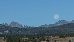 Full moon Over Mammoth Lakes (Jeffrey Sullivan) Tags: fullmoon mammothlakes easternsierra california mtritter bannerpeak theminarets monocounty minarets moon set astrophotography landscape photography canon eos 5d mark iii october 2014 travel
