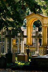 Berlin  Invalidenfriedhof (frodul) Tags: kreuz friedhof berlin invalidenfriedhof gegenlicht grab grabmal gedenksttte gedenken erinnerung deutschland