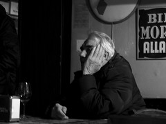 Udine 2016 - Italy (Enrico Zaccariello) Tags: olympus em10 friuli udine street streetphotography blackwhite black white man pub