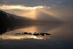 Pila -|- Arrowhead (erlingsi) Tags: landscape skyscape arrowhead norway rotevatn lake hesthornet norwegen skyer sollys luz land shore volda sunnmre scandinavia reflection morning solsug