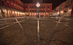 Patterns (ferreira.ajbf) Tags: symmetry night lights espaa spain plazamayor lines lightreflections color red handheld