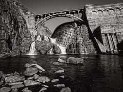 Croton Gorge Park, Cortlandt, NY (SG Dorney) Tags: park dam bridge cortlandt ny westchester bw outdoor monochrome blackandwhite crotongorgepark crotondam westchestercounty