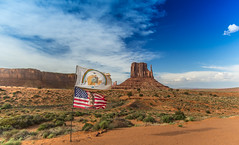 Monument Valley (Carlos Pea Fernandez) Tags: banderas flags navajo nation desert desierto eeuu usa arizona lanscape paisaje sky cielo clouds rocks mitten