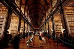 Meraviglia umana (Ondeia) Tags: trinity college library dublino dublin irlanda ireland biblioteca canon 450d cultura books book libri
