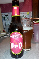 Raspberry Hefeweizen (Pak T) Tags: beer bottle drink beverage ale samsung alcohol raspberry harpoon tmobile app harpoonbrewery hefeweizen beerporn untappd samsunggalaxys2 samsunggalaxysii