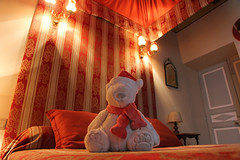Htel Bize de la Tour - Remoulins (France) (Meteorry) Tags: bear france hotel bed europe teddy room july polarbear lit bloomingdales bedandbreakfast chambre gard ours ourson languedocroussillon htel 2014 remoulins meteorry fourposterbed chambresdhtes litbaldaquin misterbloomingdales