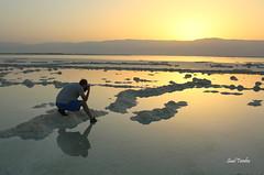 Reto; Luz Difusa/Diffuse Light (Saul Tevelez) Tags: light sea sun tourism luz sol water canon dawn israel mar agua photographer amanecer turismo deadsea fotgrafo marmuerto canoneos650d saultevelez