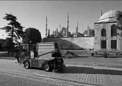 Belediye'nin 'kötü kokulu' ihalesi, #İstanbul'u 2015'te çöp içinde bırakabilir! (ajansakurdi) Tags: diken içinde çöp kötü belediyenin ihalesi istanbul8217u 2015'te bırakabilir kokulu8217