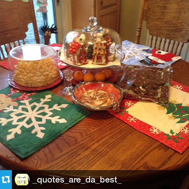 Uhhh those place mats. Cuuute 💞 🍴👌  #Repost  @_quotes_are_da_best_ ・・・ #mothersknowsbest #christmasspirit #happyholidays #Christmas #meal #placemats #kawaii #foodpic #foodporn #foodgasm #sweets #sweettooth #MerryChr