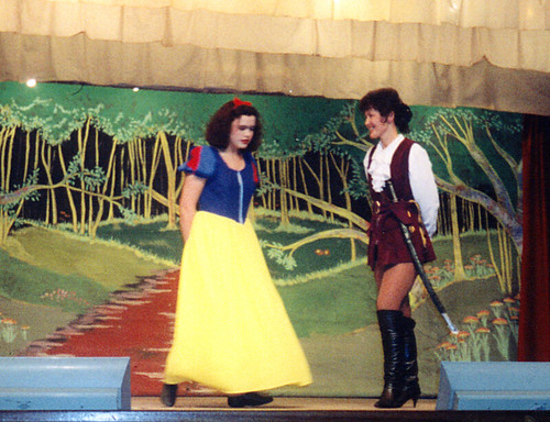 1996 Snow White and the seven dwarfs 02 (from left Kathy Allan, Jill Travis)