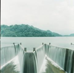 (photoCKD) Tags: 2016 june taiwan miaoli hasselblad503cx carlzeissplanartf2880mm fujicolorpro400h120format mediumformat 120 6x6 square water reservoir dam