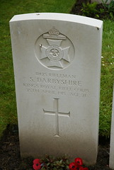 S. Darbyshire, King's Royal Rifle Corps, 1915, War Grave, Poperinghe (PaulHP) Tags: ww1 war grave headstone marker world 1 military cemetery ssidneydarbyshirerifleman darbyshire s sidney rifleman service number 11425 25th april 1915 krrc kings royal rifle corps 3rd bn battalion poperinghe old henry mary chelsea london