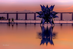 Nascendo o dia (mariohowat) Tags: brazil brasil riodejaneiro sunrise natureza alvorada amanhecer nascer nascerdosol ponterioniteri praamau rio2016 museudoamanh novapraamau