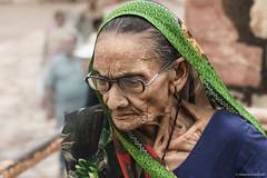 Turista -Tourist (robmanf55) Tags: india donna delhi colori ritratto viso turista faccia rughe anziana donnaindiana