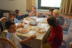 """""""... desco / fiorito d'occhi di bambini ..."""" (giorgiorodano46) Tags: luglio2016 july 2016 giorgiorodano solda sulden altoadige sudtirolo parconazionaledellostelvio italy cena bambini interiors dner dinner repas meal kids garons boys nikon"""