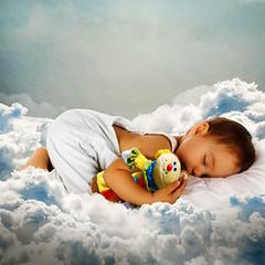Sleep of the Infant (jaci XIII) Tags: menino criana beb nuvem brinquedo fantasia boy child baby toy cloud fantasy