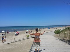 Wasaga Beach (France-) Tags: wasagabeach ontario canada boardwalk trottoir bois plage summer t parasol nottawasagabay beach sable sand