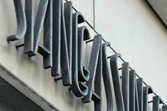 Kaspar Stanggassinger-Haus (detail) (Florian Hardwig) Tags: münchen lettering metal mounted nested